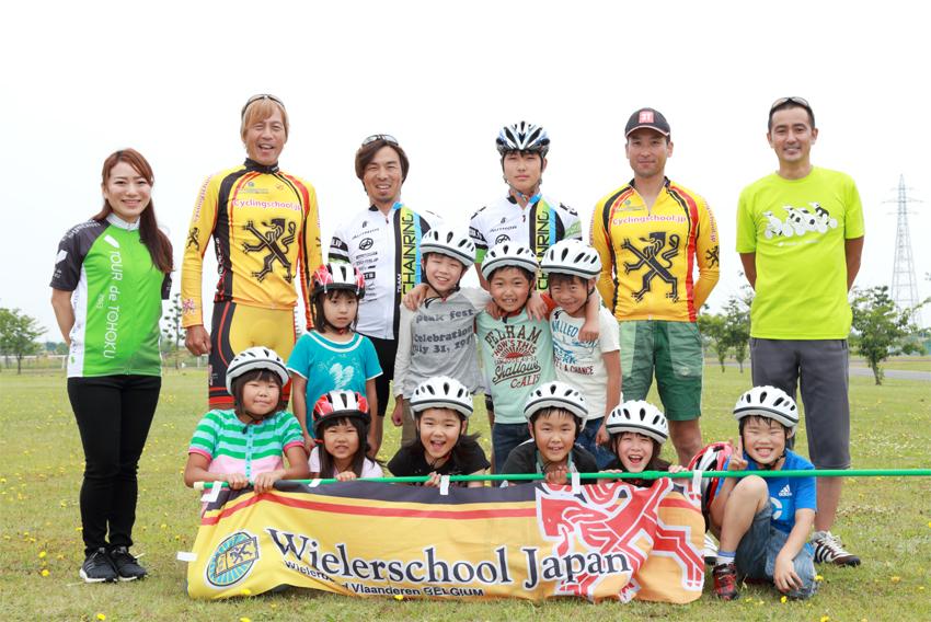 高橋直子とブラッキー中島隆章と須永浩一と子どもたちの写真