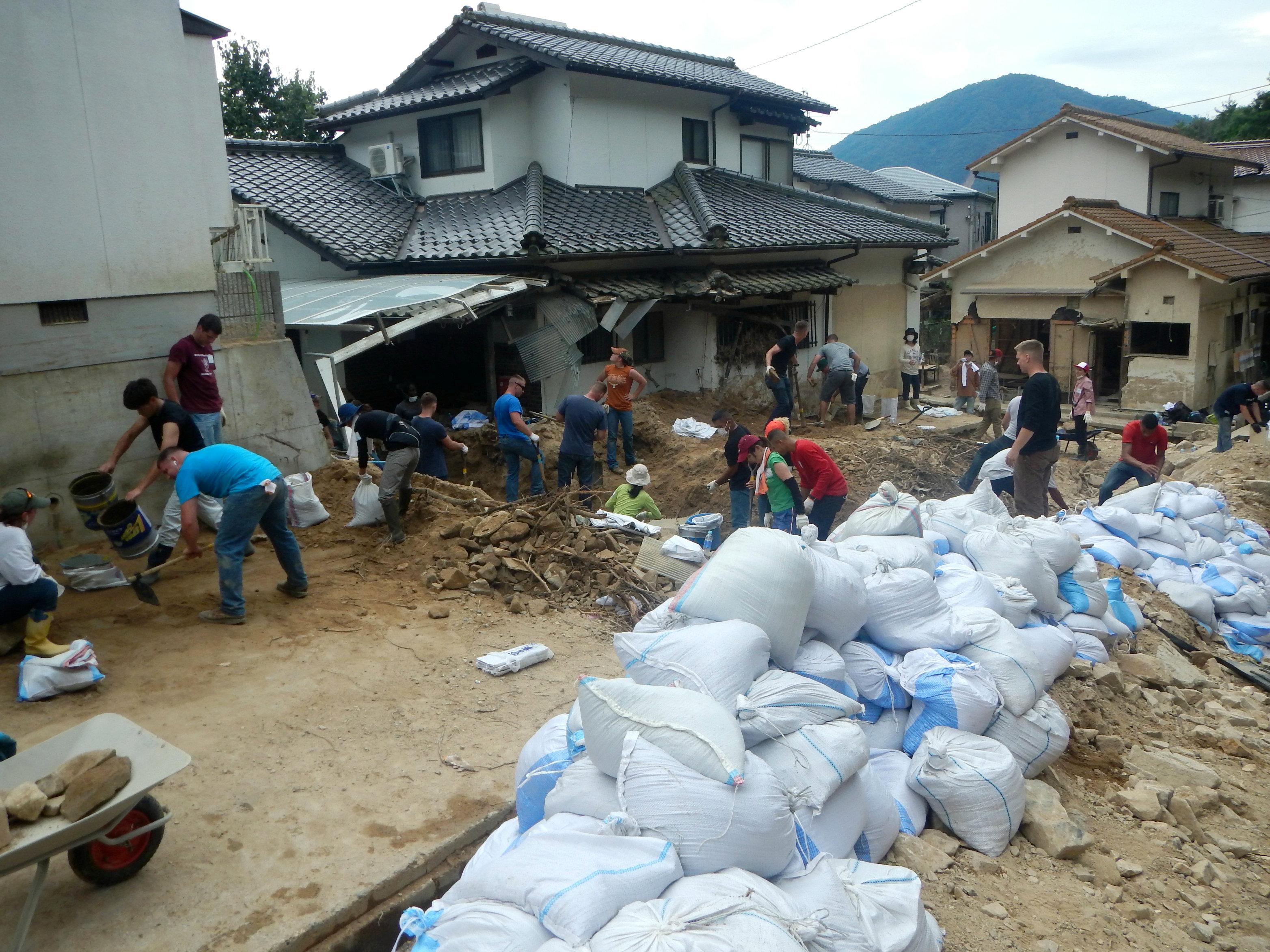 広島の土砂災害のボランティアの写真