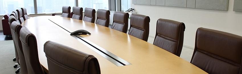 CSRマネジメント。役員会議室をイメージした写真。