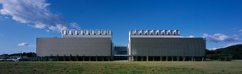 環境への取り組み。福島県白河市に位置する環境対応型のデータセンターを移す写真。