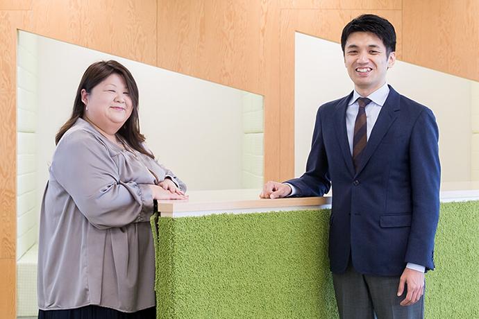課題解決特集記事に登場するヤフーの佐川と吉川の写真。
