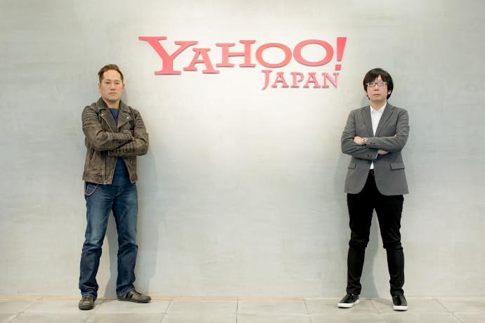 課題解決特集記事に登場するヤフーコンテンツ制作のユニットマネージャー岡田 聡とインタビュアー田中宏亮の写真。