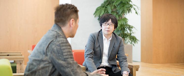 岡田聡と田中宏亮の対談写真1