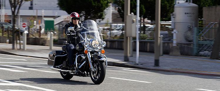 LIG田中がバイクに乗っている写真