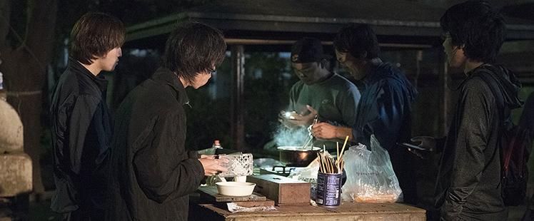 子どもたちが調理をしている様子