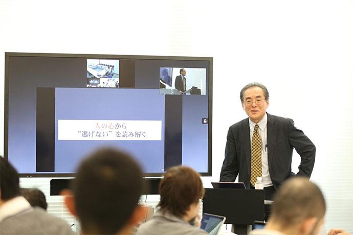 東京大学大学院情報学環 総合防災情報研究センター 特任教授 片田敏孝先生がお話しされている様子