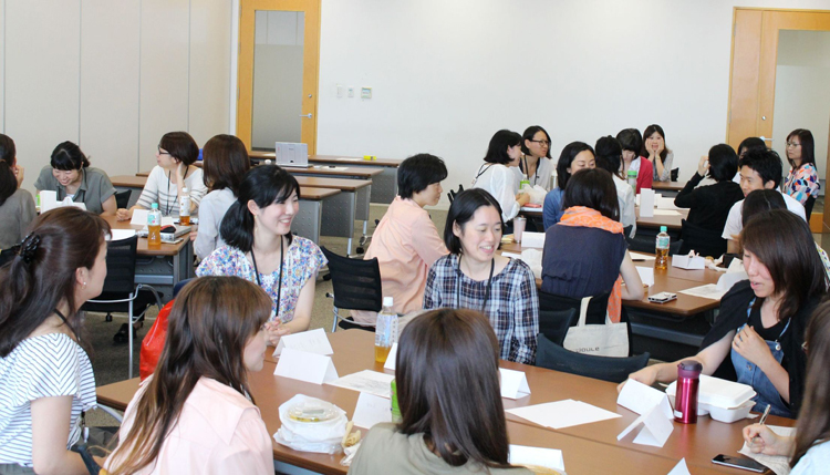 The photo of Yahoo! JAPAN employee Discussing about parents struggling with work and childcare