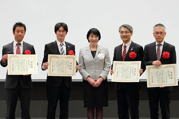The group photo of recipients of awards