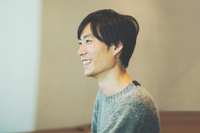 インタビュー 岡元 秀憲 メインビジュアル