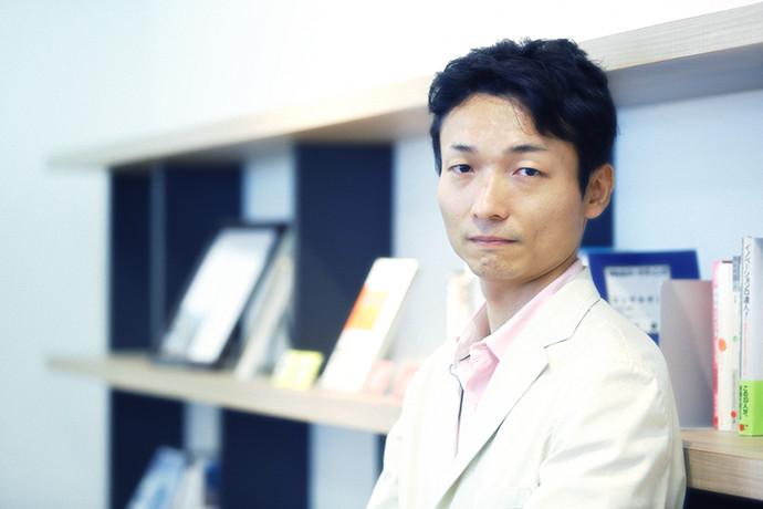 インタビューに答える 戸田 薫