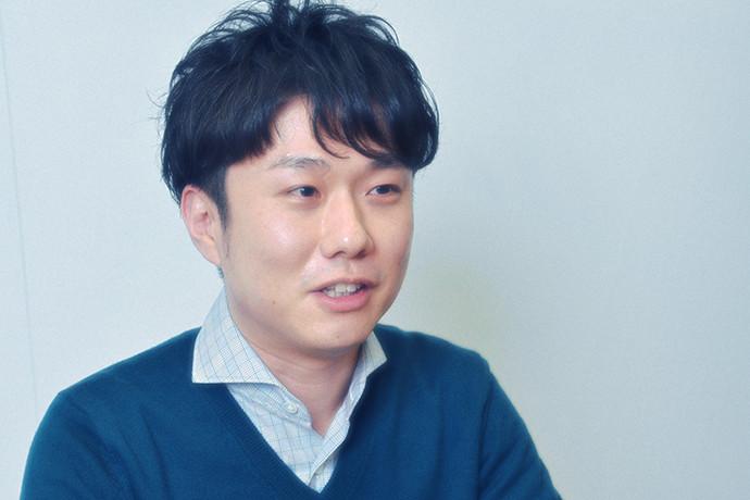 インタビュー に答える鈴木 健司