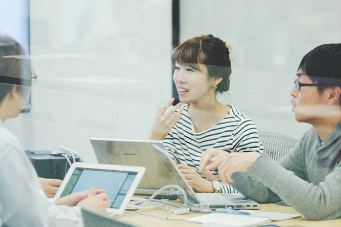 写真:会議室でのミーティング風景