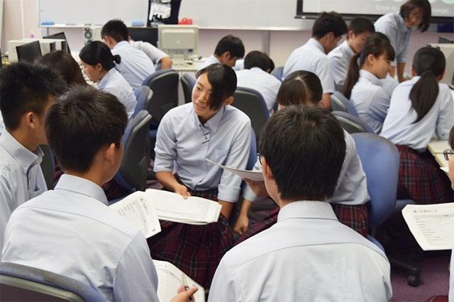 授業に取り組む熊本県立菊池農業高等学校の生徒