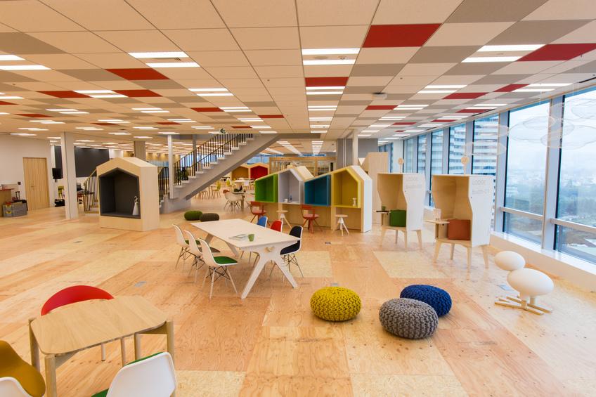 """Coworking space """"LODGE"""" in Tokyo Garden Terrace Kioicho Office"""