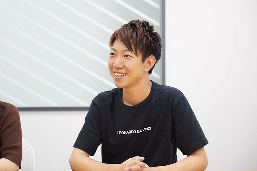 岩田が話している様子の写真
