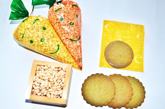 写真:ワカメ入り玄米クッキー&玄米ポン菓子