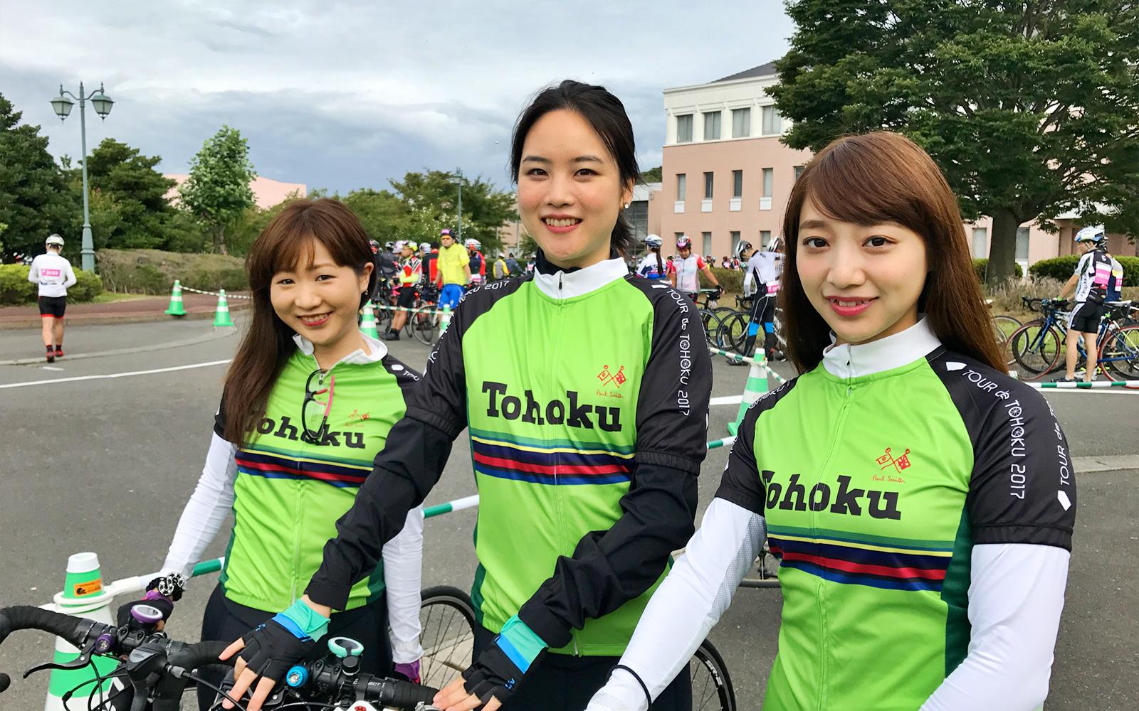 スタート前の「モアチャレ ツール・ド・東北」チームの3名 右から尾形穂菜美さん鶴岡あかねさん明橋冴さん