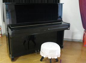 アップライトピアノ・椅子(1)