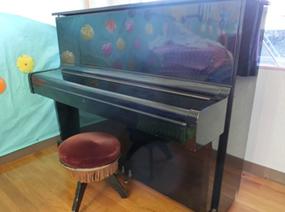 アップライトピアノ・椅子(2)