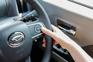全車速追従機能付ACC(アダプティブクルーズコントロール)の操作スイッチ。走行中に先行車の様子を検知しながら、設定した車速の範囲内で先行車との車間距離をキープする。
