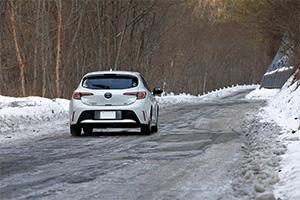 突然現れた圧雪路も危なげなくクリア。4WDはさらに頼もしい