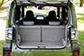 フレキシブルボードはもちろん、後席シートバックも汚れにくく拭き取りしやすい加工が施されている。