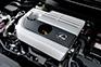 約40%という高い最大熱効率を実現した新開発の直列4気筒2.0Lの直噴エンジン。高回転域まで軽快に回る爽快な加速フィーリングと16.4km/L(WLTCモード)の低燃費を両立している。