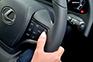 車間距離を保ちながら追従走行するレーダークルーズコントロール (全車速追従機能付)を搭載。ミリ波レーダーと単眼カメラで先行車を認識し、設定した車間距離を保ちながら追従走行を支援する。