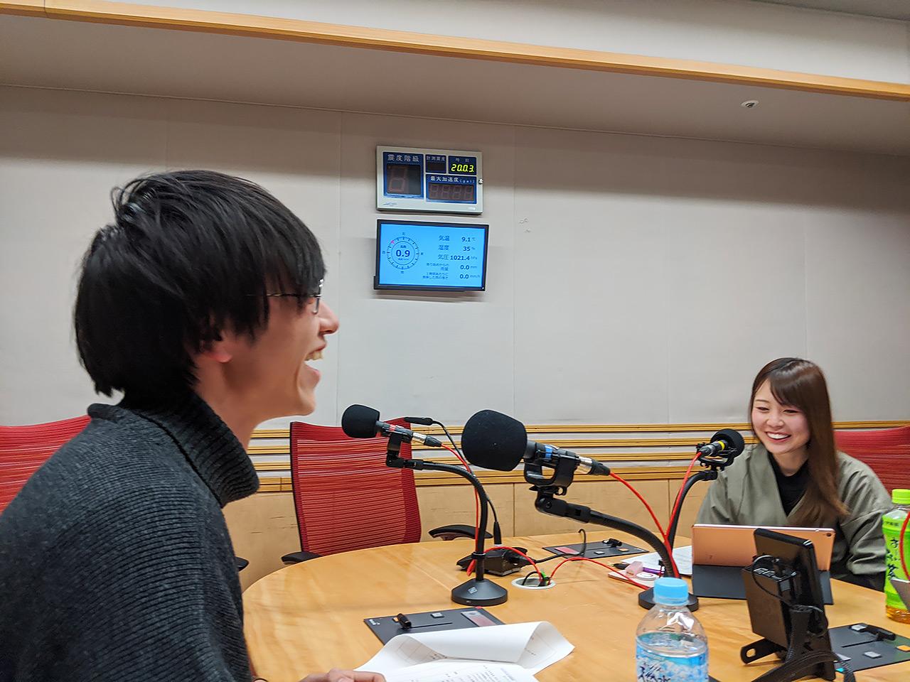 文化放送内のスタジオにて。写真右はアシスタントのたがえみこと田ケ原恵美さん