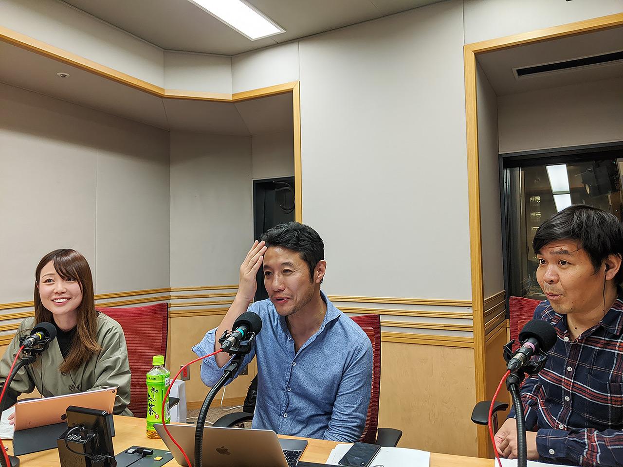 文化放送内のスタジオ。写真左から田ヶ原恵美さん、入山さん、文化放送の砂山圭大郎アナウンサー
