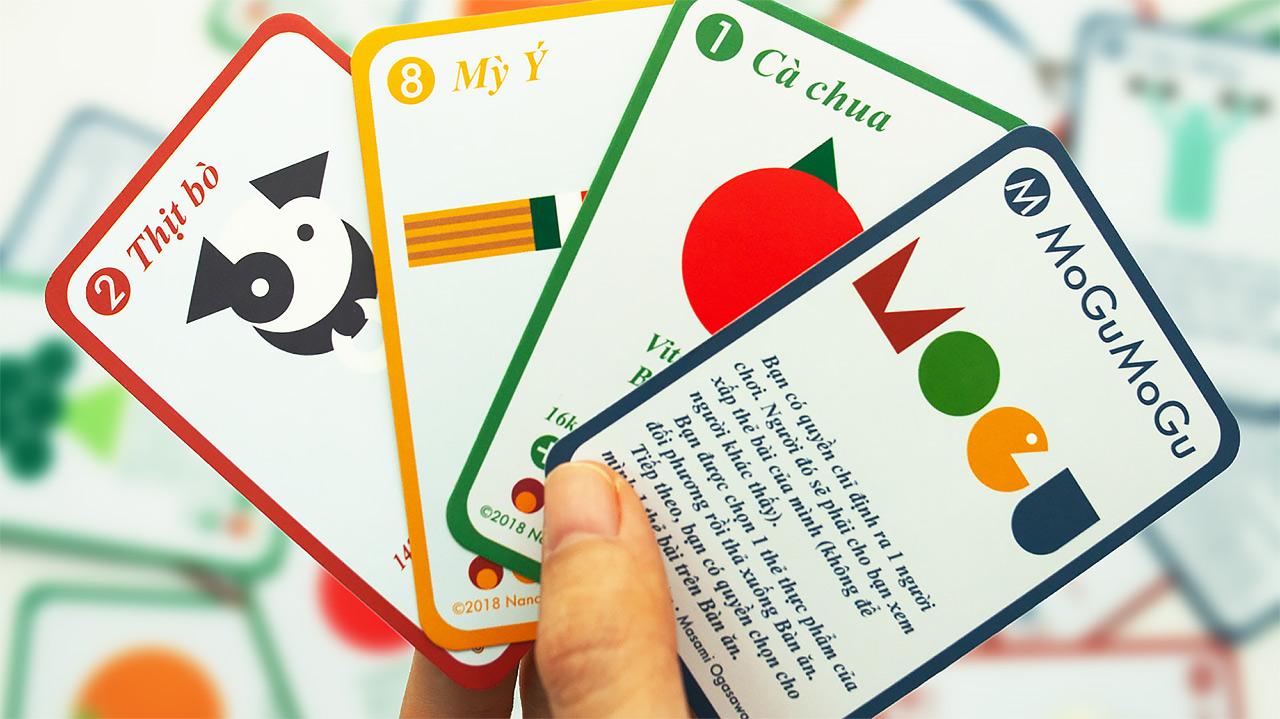 食育カードゲーム「MoGuMoGu」。カード1枚につき食材が1つ描いてあり、赤や黄色、緑などの印で栄養素が理解できる