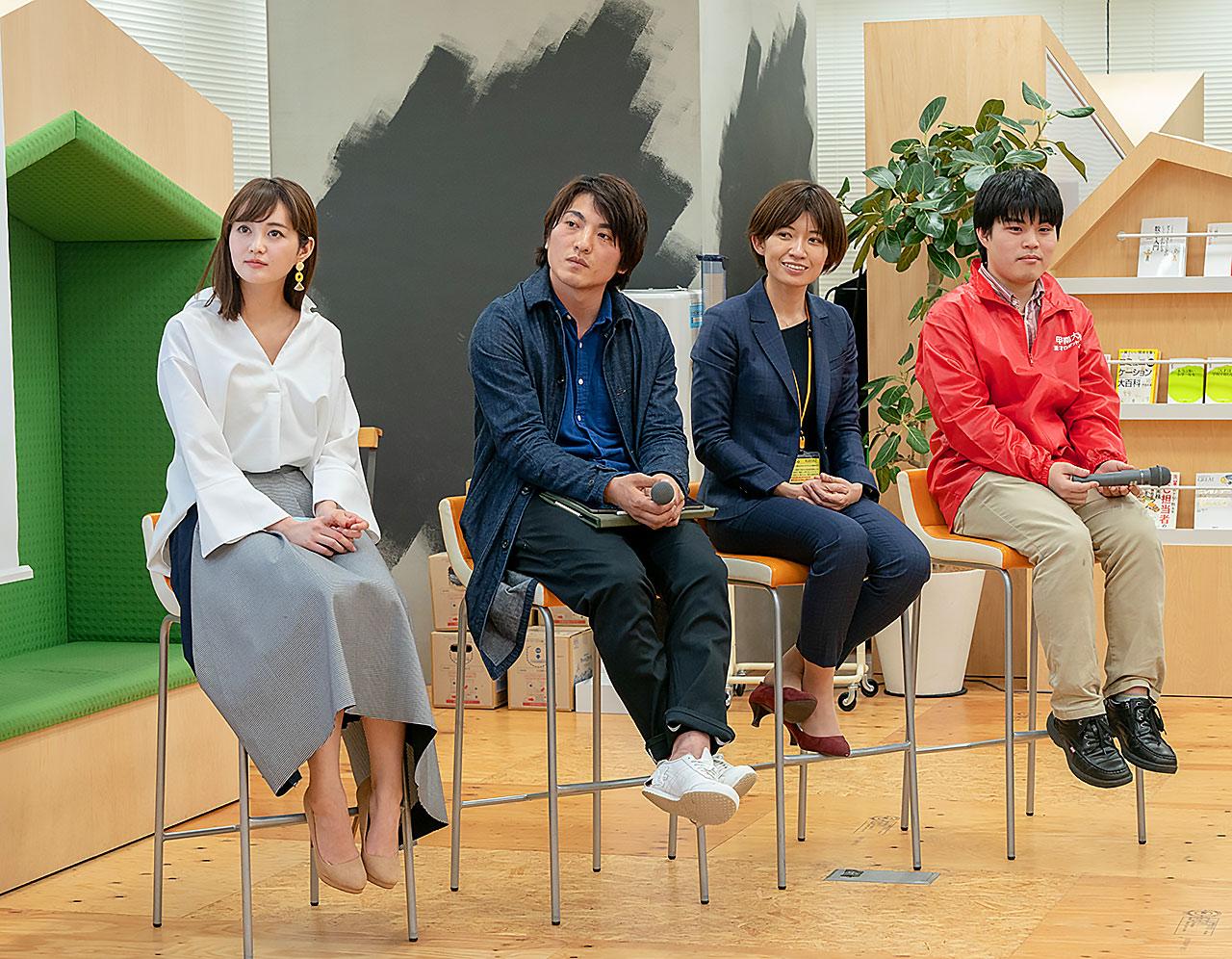 写真左から、上条百里奈さん、登嶋健太さん、黒田麻衣子さん、原口和貴さん