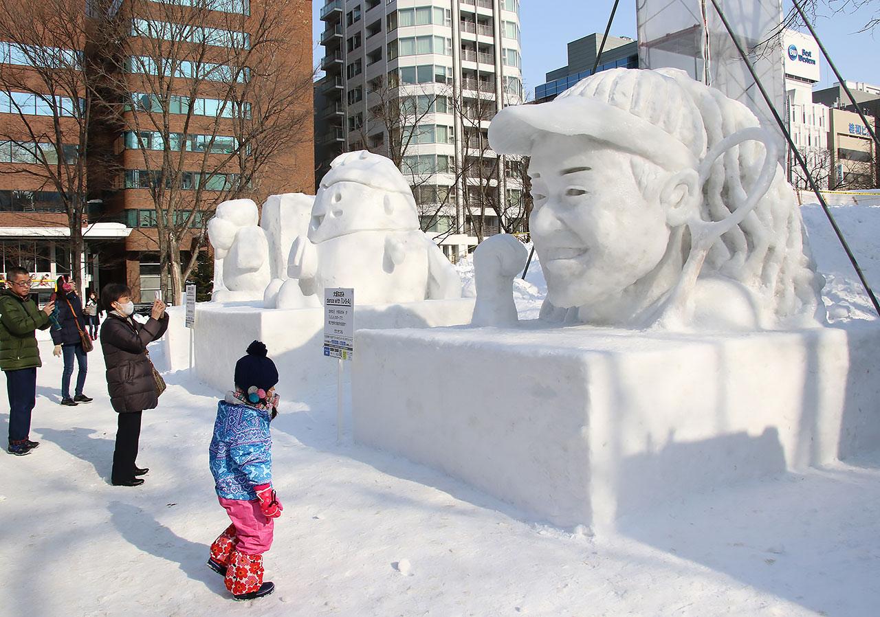 今年の「さっぽろ雪まつり」は2会場で273万人が訪れた(写真:つのだよしお/アフロ)