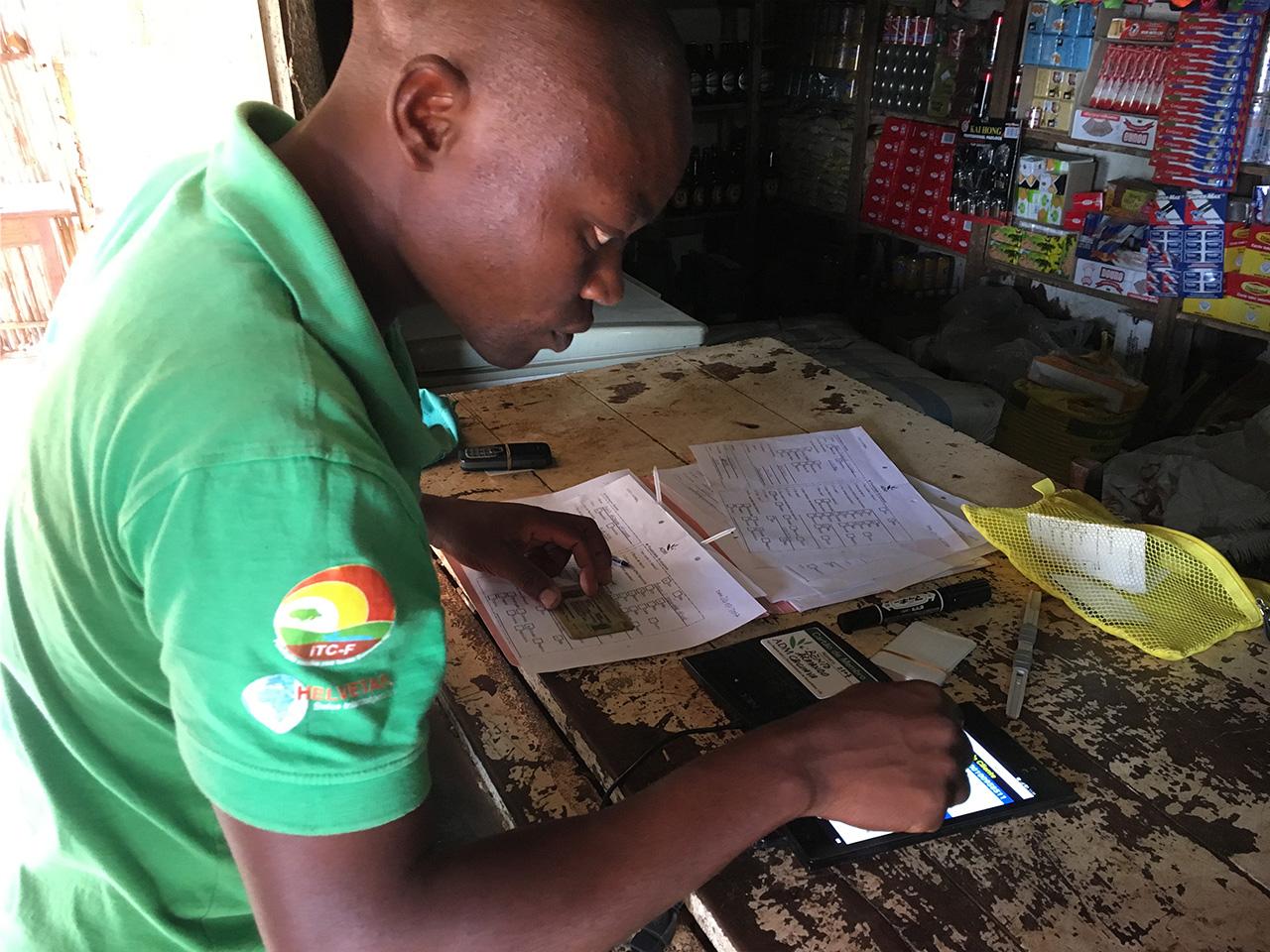 電子マネーシステムの導入が村の生活を変えた
