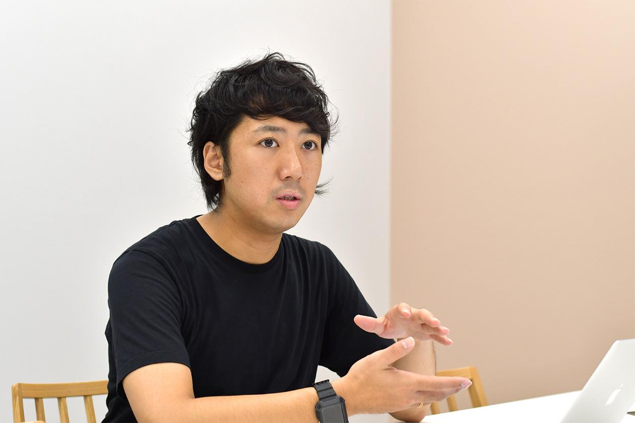 インタビューに応じる寺久保拓摩さん