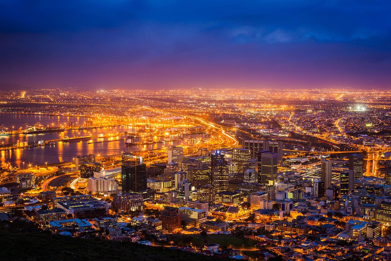 夕暮れ時を迎える南アフリカのケープタウン