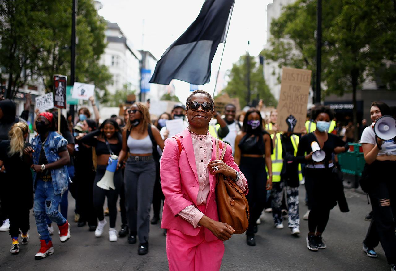 米、警官暴行で黒人男性死亡 世界各地に抗議拡大(写真:ロイター/アフロ)
