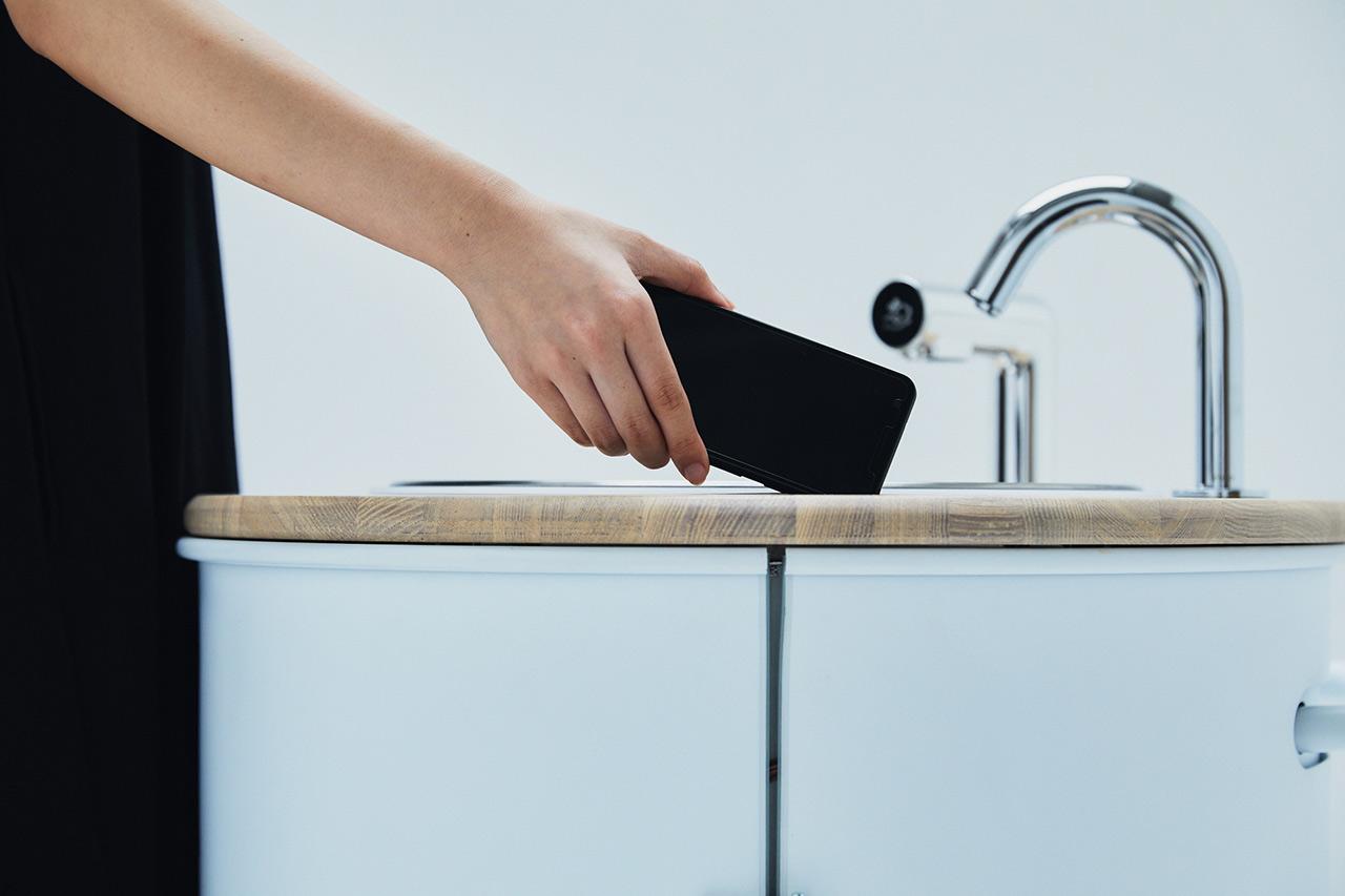 水循環型ポータブル手洗い機「WOSH」