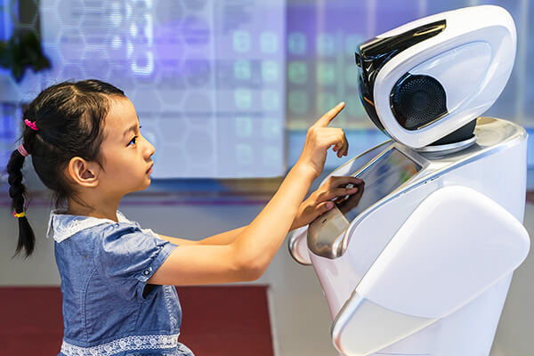 ヒトとロボットの共生社会へ