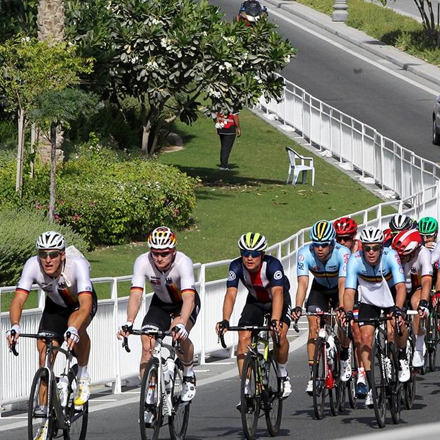 ただ選手のために!自転車ロードレースを支える「裏方さん」の仕事