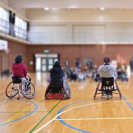 池田市の小中学校にパラスポーツを伝えるキャラバン隊がやってきた!〜共生社会ホストタウンの取り組み〜