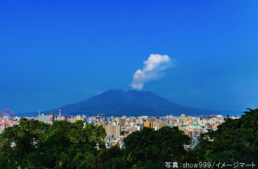 鹿児島市街から桜島を眺める