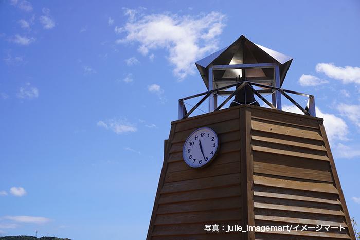 道の駅「おながわ」のきぼうの鐘と青空、宮城県女川町