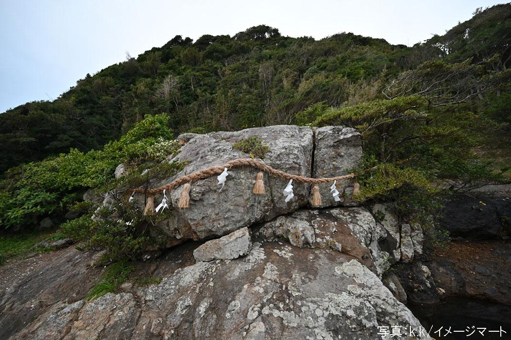 大御神社のさざれ石