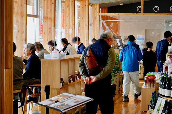 別館では日本酒を愉しみながら食事ができるスペースもある。
