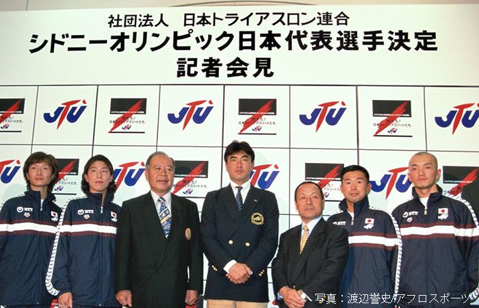 日本代表として戦った時の小原さん(右から2番目)