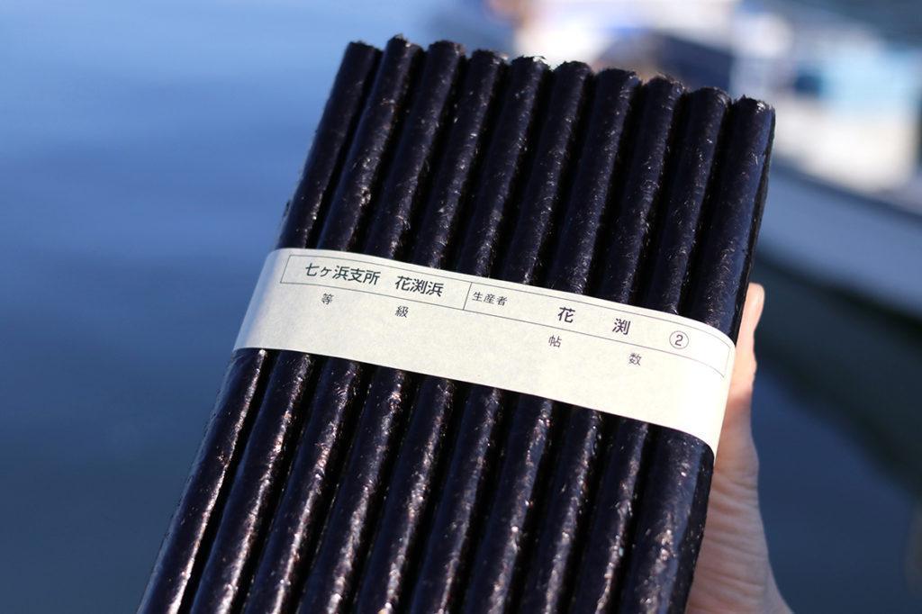 海苔を束ねる帯には生産者と等級が記載されている