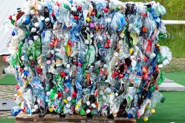 バーゼル条約締約国会議で汚い廃プラスチックが輸出の規制対象にすることが決まった