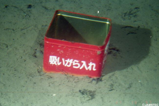 (C)JAMSTEC 吸いがら入れ / 相模湾 小田原市沖 潜航:2000/11/27 撮影:有人潜水調査船「しんかい2000」