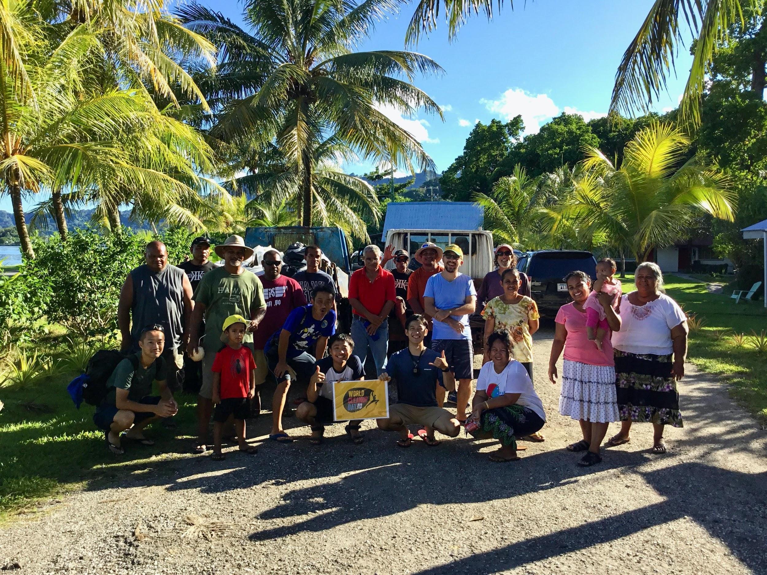 ミクロネシアでの清掃活動の集合写真